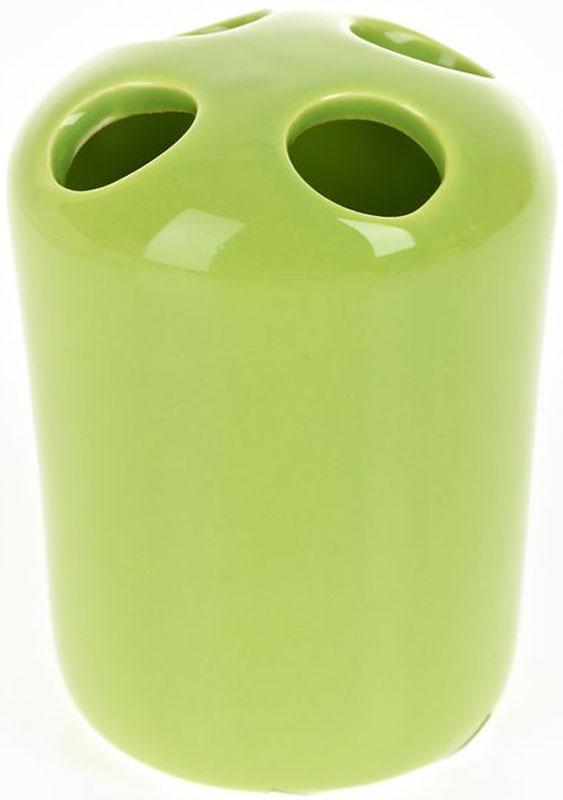 Стакан для зубных щеток White Clean Green, 250 мл8290032Стакан для зубных щеток White Clean Green изготовлен из прочной качественной керамики, покрытой глянцевой глазурью. Оснащен отверстиями для зубных щеток. Такой стакан красиво дополнит интерьер ванной комнаты и отлично сочетается с другими аксессуарами из коллекции Green.Объем: 250 мл.