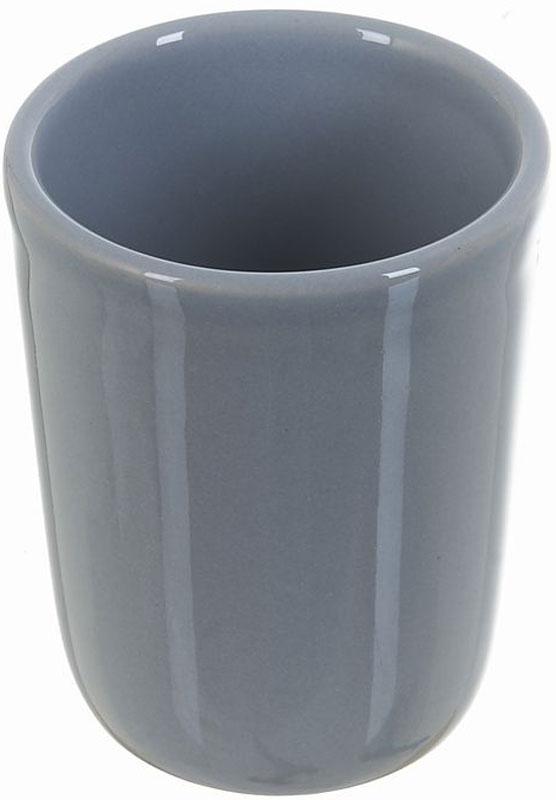"""Стакан для ванной White Clean """"Gray"""" изготовлен из прочной качественной керамики серого цвета, покрытой глазурью.  Предназначено для хранения зубной пасты, бритв и других принадлежностей для гигиены. Такой стакан красиво дополнит интерьер ванной  комнаты и отлично сочетается с другими аксессуарами из коллекции """"Gray"""". Объем: 200 мл."""