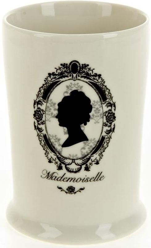 """Стакан White Clean """"Мадмуазель"""" изготовлен из прочной качественной керамики, покрытой глазурью.  Предназначен для хранения зубной пасты, бритв и других принадлежностей для гигиены. Такой стакан красиво дополнит интерьер ванной  комнаты и создаст особую атмосферу уюта и комфорта. Объем: 400 мл."""