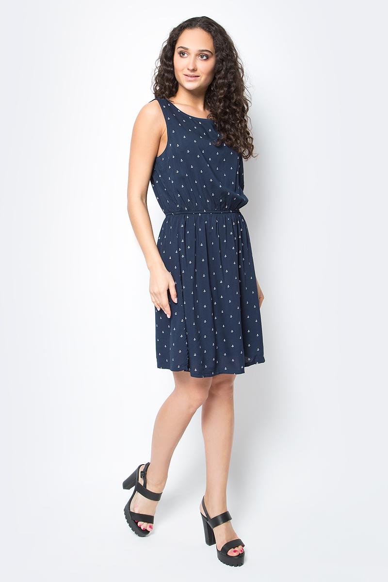 Платье Tom Tailor, цвет: темно-синий. 5019645.09.71_6593. Размер L (48)5019645.09.71_6593Короткое летнее платье Tom Tailor станет украшением гардероба любой женщины. Выполнено из легкой вискозной ткани, которая идеальна для летней жары - позволяет коже дышать, создает определенный микроклимат для тела, защищая от палящих лучей солнца. Модель расклешенного силуэта с округлым вырезом горловины и широкими бретелями. На талии модель присборена на резинку. Оформлено платье мелким принтом по всей поверхности с изображением якоря.