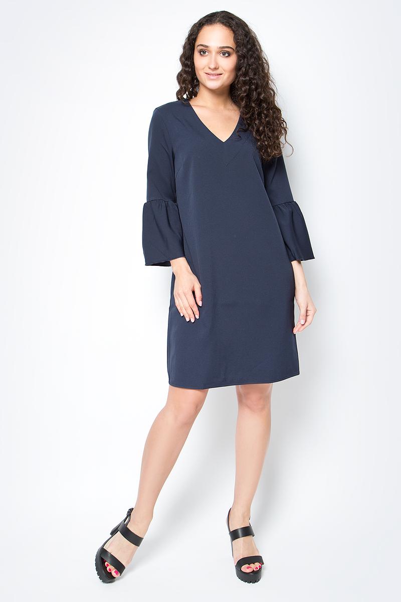 Платье Tom Tailor, цвет: темно-синий. 5019681.00.75_6968. Размер 34 (40)5019681.00.75_6968Стильное платье Tom Tailor станет украшением гардероба любой женщины. Изделие выполнено из полиэстера с добавлением эластана. Модель свободного силуэта с V-образным вырезом горловины дополнена расклешенными рукавами в 3/4.