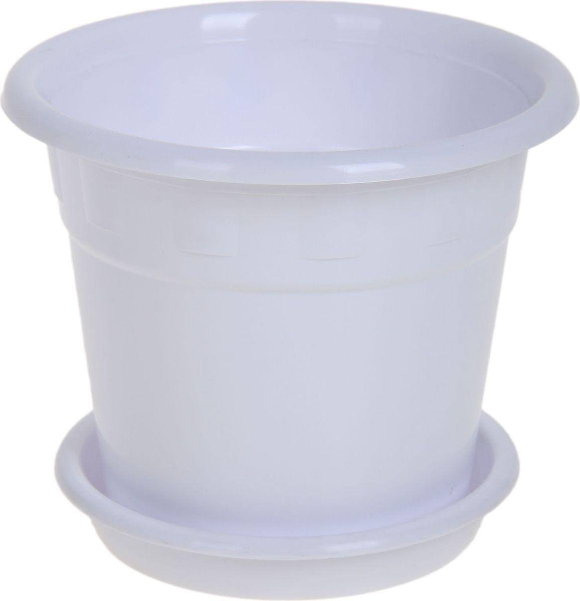 Горшок для цветов Пластик, с поддоном, цвет: белый, 4 л1178568Горшок для цветов Пластик обладает малым весом и высокой прочностью. С лёгкостью переносите горшки и кашпо с места на место, ставьте их на столики или полки, подвешивайте под потолок, не беспокоясь о нагрузке. Пластиковые изделия не нуждаются в специальных условиях хранения. Их легко чистить - достаточно просто сполоснуть тёплой водой.Пластиковые кашпо не царапают и не загрязняют поверхности, на которых стоят. Пластик дольше хранит влагу, а значит растение реже нуждается в поливе. Пластмасса не пропускает воздух, а значит, корневой системе растения не грозят резкие перепады температур.Соблюдая нехитрые правила ухода, вы можете заметно продлить срок службы горшков, вазонов и кашпо из пластика: - всегда учитывайте размер кроны и корневой системы растения (при разрастании большое растение способно повредить маленький горшок).- берегите изделие от воздействия прямых солнечных лучей, чтобы кашпо и горшки не выцветали.- держите кашпо и горшки из пластика подальше от нагревающихся поверхностей.Любой, даже самый современный и продуманный интерьер будет не завершённым без растений. Они не только очищают воздух и насыщают его кислородом, но и заметно украшают окружающее пространство. Такому полезному члену семьи просто необходимо красивое и функциональное кашпо, оригинальный горшок или необычная ваза!
