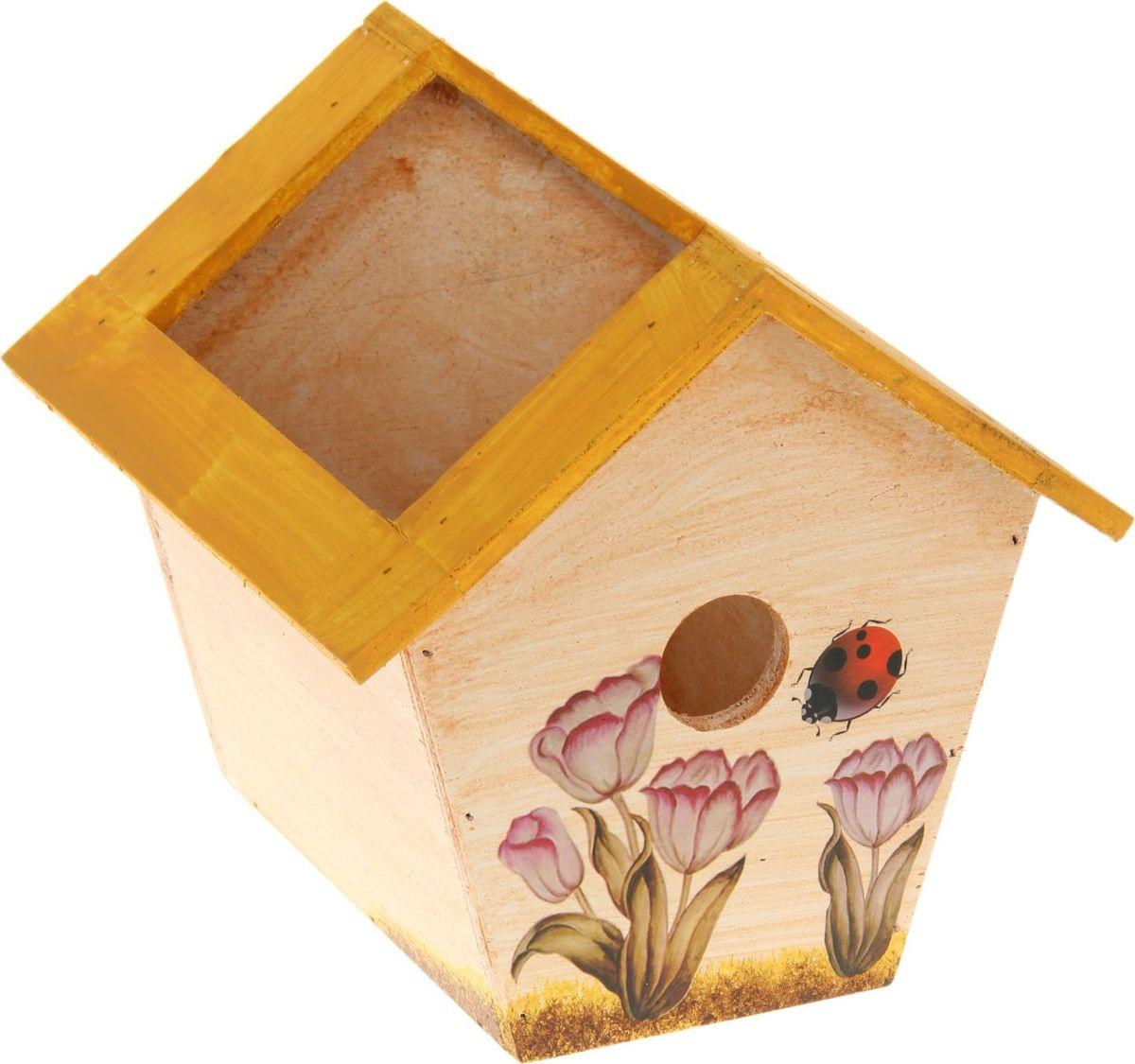 Кашпо Скворечник, цвет: желтый, 19 х 19 х 19 см1262291Комнатные растения — всеобщие любимцы. Они радуют глаз, насыщают помещение кислородом и украшают пространство. Каждому из растений необходим свой удобный и красивый дом. Поселите зеленого питомца в яркое и оригинальное фигурное кашпо. Выберите подходящую форму для детской, спальни, гостиной, балкона, офиса или террасы. позаботится о растении, украсит окружающее пространство и подчеркнет его оригинальный стиль.