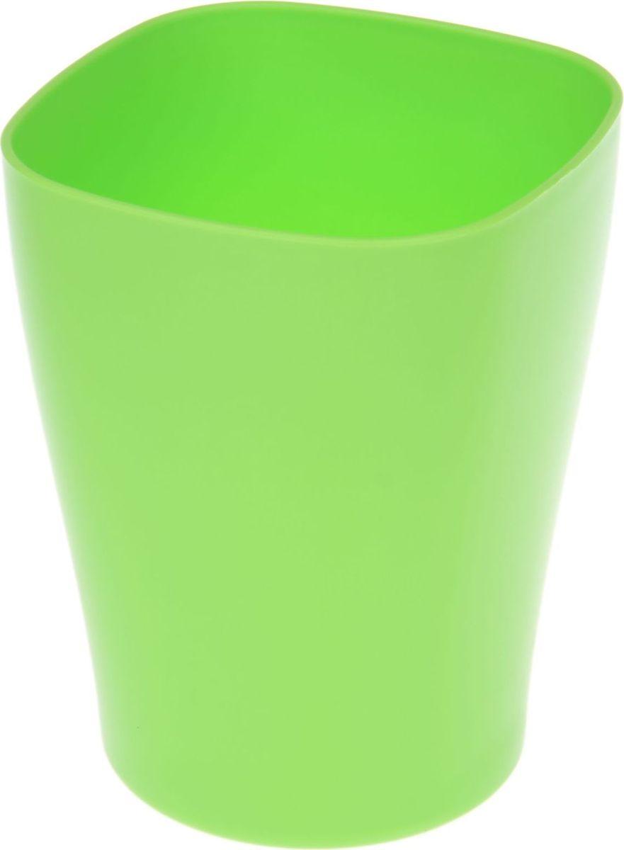 Кашпо JetPlast Ирис, цвет: зеленый, 2 л1295365Любой, даже самый современный и продуманный интерьер будет не завершённым без растений. Они не только очищают воздух и насыщают его кислородом, но и заметно украшают окружающее пространство. Такому полезному &laquo члену семьи&raquoпросто необходимо красивое и функциональное кашпо, оригинальный горшок или необычная ваза! Мы предлагаем - Кашпо 2 л Ирис, цвет зеленый!Оптимальный выбор материала &mdash &nbsp пластмасса! Почему мы так считаем? Малый вес. С лёгкостью переносите горшки и кашпо с места на место, ставьте их на столики или полки, подвешивайте под потолок, не беспокоясь о нагрузке. Простота ухода. Пластиковые изделия не нуждаются в специальных условиях хранения. Их&nbsp легко чистить &mdashдостаточно просто сполоснуть тёплой водой. Никаких царапин. Пластиковые кашпо не царапают и не загрязняют поверхности, на которых стоят. Пластик дольше хранит влагу, а значит &mdashрастение реже нуждается в поливе. Пластмасса не пропускает воздух &mdashкорневой системе растения не грозят резкие перепады температур. Огромный выбор форм, декора и расцветок &mdashвы без труда подберёте что-то, что идеально впишется в уже существующий интерьер.Соблюдая нехитрые правила ухода, вы можете заметно продлить срок службы горшков, вазонов и кашпо из пластика: всегда учитывайте размер кроны и корневой системы растения (при разрастании большое растение способно повредить маленький горшок)берегите изделие от воздействия прямых солнечных лучей, чтобы кашпо и горшки не выцветалидержите кашпо и горшки из пластика подальше от нагревающихся поверхностей.Создавайте прекрасные цветочные композиции, выращивайте рассаду или необычные растения, а низкие цены позволят вам не ограничивать себя в выборе.