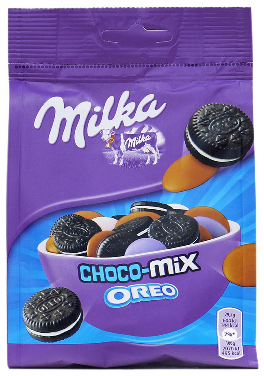 Milka Oreo Choco Mix, драже с печеньем, 146 г0120710Печенье Milka Choco Mix Oreo, (ассорти) — миниатюрные черные коржики с начинкой молочного шоколада Милка. Вы не пробовали такие вкусные печенья!Популярное классическое Орео в миниатюрном виде с начинкой альпийского молочного шоколада точно не оставит равнодушных сластен.Вам нужно срочно их купить печенье Milka Choco Mix Oreo!