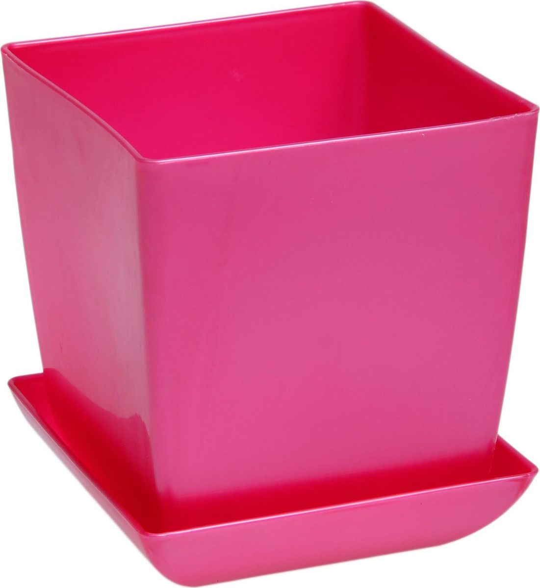 Горшок для цветов Квадрат, с поддоном, цвет: рубиновый, 3,5 л1459538Любой, даже самый современный и продуманный интерьер будет незавершенным без растений. Они не только очищают воздух и насыщают его кислородом, но и украшают окружающее пространство. Такому полезному члену семьи просто необходим красивый и функциональный дом! Оптимальный выбор материала — пластмасса! Почему мы так считаем? Малый вес. С легкостью переносите горшки и кашпо с места на место, ставьте их на столики или полки, не беспокоясь о нагрузке. Простота ухода. Кашпо не нуждается в специальных условиях хранения. Его легко чистить — достаточно просто сполоснуть теплой водой. Никаких потертостей. Такие кашпо не царапают и не загрязняют поверхности, на которых стоят. Пластик дольше хранит влагу, а значит, растение реже нуждается в поливе. Пластмасса не пропускает воздух — корневой системе растения не грозят резкие перепады температур. Огромный выбор форм, декора и расцветок — вы без труда найдете что-то, что идеально впишется в уже существующий интерьер. Соблюдая нехитрые правила ухода, вы можете заметно продлить срок службы горшков и кашпо из пластика: всегда учитывайте размер кроны и корневой системы (при разрастании большое растение способно повредить маленький горшок) берегите изделие от воздействия прямых солнечных лучей, чтобы горшки не выцветали держите кашпо из пластика подальше от нагревающихся поверхностей. Создавайте прекрасные цветочные композиции, выращивайте рассаду или необычные растения.