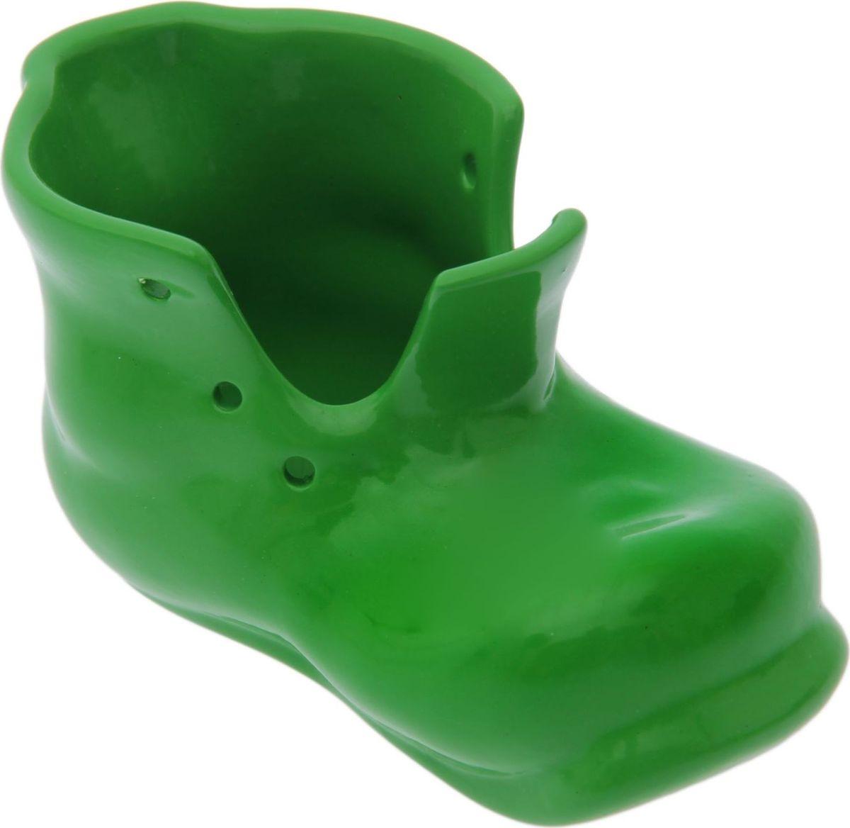 Кашпо Керамика ручной работы Башмак, цвет: зеленый, 0,18 л1489648Комнатные растения — всеобщие любимцы. Они радуют глаз, насыщают помещение кислородом и украшают пространство. Каждому из растений необходим свой удобный и красивый дом. Поселите зелёного питомца в яркое и оригинальное фигурное кашпо. Выберите подходящую форму для детской, спальни, гостиной, балкона, офиса или террасы. #name# позаботится о растении, украсит окружающее пространство и подчеркнёт его оригинальный стиль.