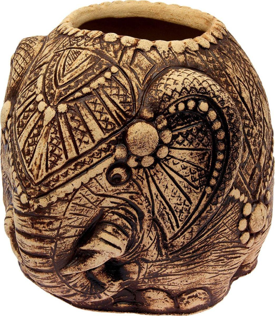 Горшок для цветов Керамика ручной работы Слон индийский, 39 х 36 х 42 см1998803 Горшок Слон индийский 36x42 см — настоящая находка для садоводов. Это замечательное изделие, словно претерпевшее влияние времени, станет изысканной деталью вашего участка.Фигура выполнена исключительно из шамотной глины, которая делает её:абсолютно нетоксичнойустойчивой к воздействию окружающей среды (морозостойкой)устойчивой к изменению цвета и структуры (не шелушится и не облезает). При декорировании используются только качественные пигменты. Глина обжигается в два этапа: утилитный (900 °С) с последующим декорированием и политой (1100 °С). Такая технология придаёт изделию необходимую крепость.