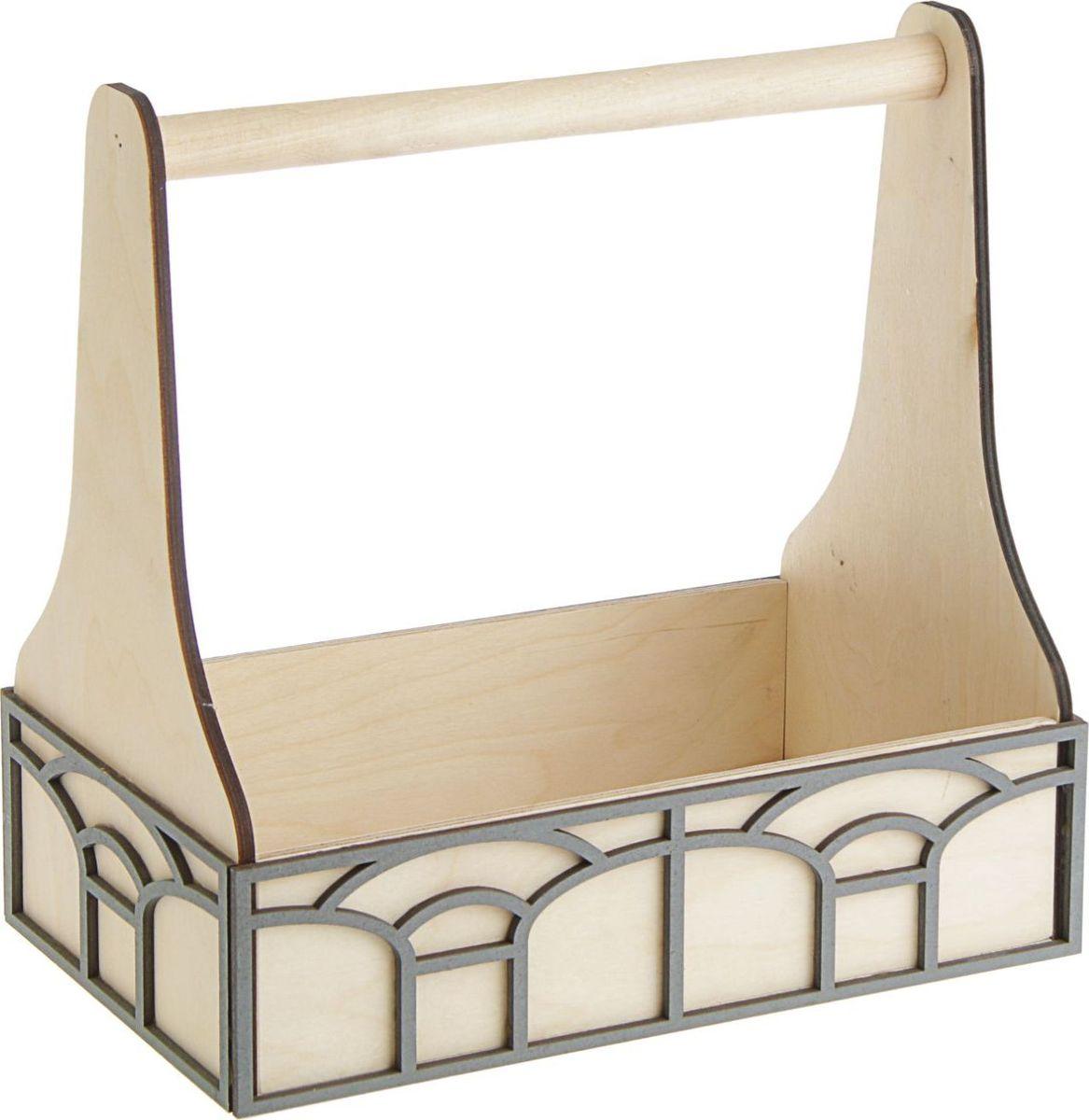 """Кашпо ТД ДМ """"Ящик. Светлые окна"""" - сувенир в полном смысле этого слова. И главная его задача - хранить воспоминание о месте, где вы побывали, или о том человеке, который подарил данный предмет. Преподнесите эту вещь своему другу, и она станет достойным украшением его дома."""