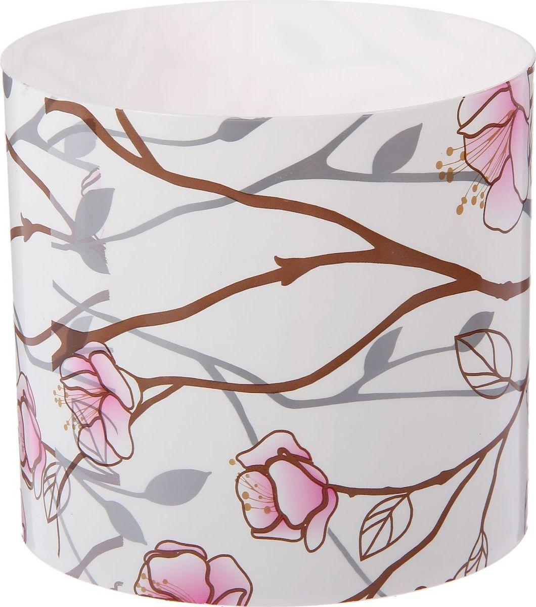 Горшок для цветов Simple Garden Весенние побеги, со скрытым поддоном, цвет: розовый, 1,7 л2265044Любой, даже самый современный и продуманный интерьер будет незавершённым без растений. Они не только очищают воздух и насыщают его кислородом, но и украшают окружающее пространство. Такому полезному члену семьи просто необходим красивый и функциональный дом! Мы предлагаем #name#! Оптимальный выбор материала — пластмасса! Почему мы так считаем?Малый вес. С лёгкостью переносите горшки и кашпо с места на место, ставьте их на столики или полки, не беспокоясь о нагрузке. Простота ухода. Кашпо не нуждается в специальных условиях хранения. Его легко чистить — достаточно просто сполоснуть тёплой водой. Никаких потёртостей. Такие кашпо не царапают и не загрязняют поверхности, на которых стоят. Пластик дольше хранит влагу, а значит, растение реже нуждается в поливе. Пластмасса не пропускает воздух — корневой системе растения не грозят резкие перепады температур. Огромный выбор форм, декора и расцветок — вы без труда найдёте что-то, что идеально впишется в уже существующий интерьер. Соблюдая нехитрые правила ухода, вы можете заметно продлить срок службы горшков и кашпо из пластика:всегда учитывайте размер кроны и корневой системы (при разрастании большое растение способно повредить маленький горшок)берегите изделие от воздействия прямых солнечных лучей, чтобы горшки не выцветалидержите кашпо из пластика подальше от нагревающихся поверхностей. Создавайте прекрасные цветочные композиции, выращивайте рассаду или необычные растения.