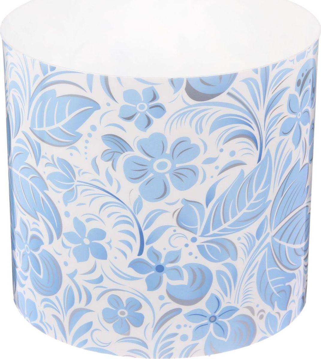 Горшок для цветов Simple Garden Листочки-цветочки, со скрытым поддоном, цвет: голубой, 2,8 л2265050Любой, даже самый современный и продуманный интерьер будет незавершённым без растений. Они не только очищают воздух и насыщают его кислородом, но и украшают окружающее пространство. Такому полезному члену семьи просто необходим красивый и функциональный дом! Мы предлагаем #name#! Оптимальный выбор материала — пластмасса! Почему мы так считаем?Малый вес. С лёгкостью переносите горшки и кашпо с места на место, ставьте их на столики или полки, не беспокоясь о нагрузке. Простота ухода. Кашпо не нуждается в специальных условиях хранения. Его легко чистить — достаточно просто сполоснуть тёплой водой. Никаких потёртостей. Такие кашпо не царапают и не загрязняют поверхности, на которых стоят. Пластик дольше хранит влагу, а значит, растение реже нуждается в поливе. Пластмасса не пропускает воздух — корневой системе растения не грозят резкие перепады температур. Огромный выбор форм, декора и расцветок — вы без труда найдёте что-то, что идеально впишется в уже существующий интерьер. Соблюдая нехитрые правила ухода, вы можете заметно продлить срок службы горшков и кашпо из пластика:всегда учитывайте размер кроны и корневой системы (при разрастании большое растение способно повредить маленький горшок)берегите изделие от воздействия прямых солнечных лучей, чтобы горшки не выцветалидержите кашпо из пластика подальше от нагревающихся поверхностей. Создавайте прекрасные цветочные композиции, выращивайте рассаду или необычные растения.