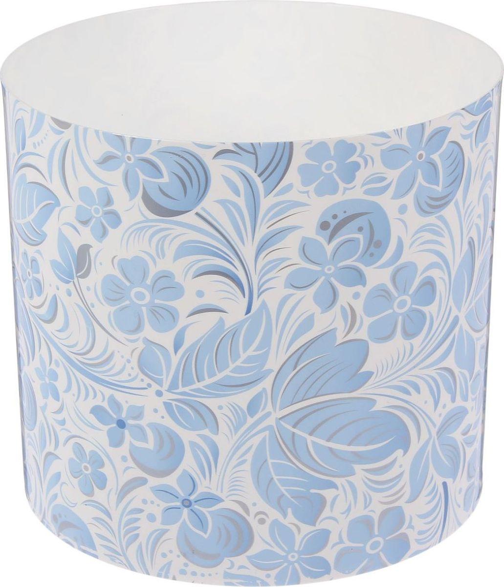 Горшок для цветов Simple Garden Листочки-цветочки, со скрытым поддоном, цвет: голубой, 5,1 л2265051Любой, даже самый современный и продуманный интерьер будет незавершённым без растений. Они не только очищают воздух и насыщают его кислородом, но и украшают окружающее пространство. Такому полезному члену семьи просто необходим красивый и функциональный дом! Мы предлагаем #name#! Оптимальный выбор материала — пластмасса! Почему мы так считаем?Малый вес. С лёгкостью переносите горшки и кашпо с места на место, ставьте их на столики или полки, не беспокоясь о нагрузке. Простота ухода. Кашпо не нуждается в специальных условиях хранения. Его легко чистить — достаточно просто сполоснуть тёплой водой. Никаких потёртостей. Такие кашпо не царапают и не загрязняют поверхности, на которых стоят. Пластик дольше хранит влагу, а значит, растение реже нуждается в поливе. Пластмасса не пропускает воздух — корневой системе растения не грозят резкие перепады температур. Огромный выбор форм, декора и расцветок — вы без труда найдёте что-то, что идеально впишется в уже существующий интерьер. Соблюдая нехитрые правила ухода, вы можете заметно продлить срок службы горшков и кашпо из пластика:всегда учитывайте размер кроны и корневой системы (при разрастании большое растение способно повредить маленький горшок)берегите изделие от воздействия прямых солнечных лучей, чтобы горшки не выцветалидержите кашпо из пластика подальше от нагревающихся поверхностей. Создавайте прекрасные цветочные композиции, выращивайте рассаду или необычные растения.