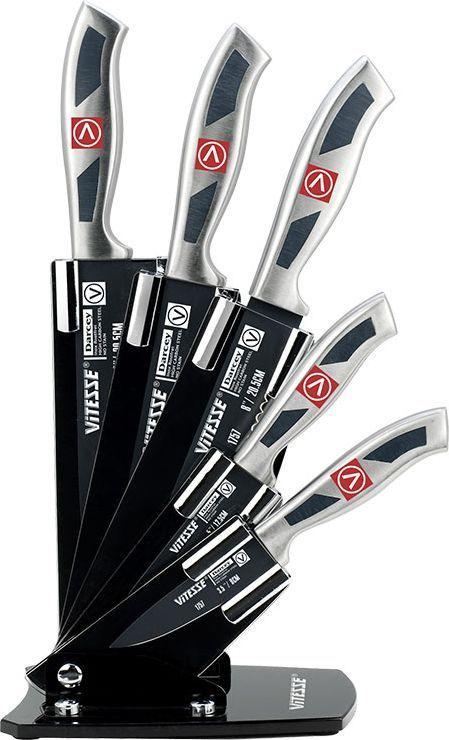 """Набор Vitesse """"Darcey"""" состоит из ножа для чистки и резки, хлебного ножа, универсального ножа, разделочного  ножа, поварского ножа и  кухонных ножниц. Лезвия ножей выполнены из нержавеющей стали AISI 420J2, которая обеспечивает высокие  режущие свойства кромки  клинка. Сечение клинков -  клинообразное, что позволяет режущей кромке клинка быть продолжительное время острой. Лезвия ножей  имеют покрытие non-stick,  исключающее прилипание. Покрытие обладает антибактериальными  свойствами, легко моется, не впитывает запахи и не окрашивается соками различных  продуктов. Рукоятки ножей, выполненные из стали, обеспечивают комфортный и легко контролируемый захват.  Ножи прекрасно подходят для  ежедневной резки фруктов, овощей и мяса.  В набор входят:  - Нож для чистки и резки - используется для чистки овощей и фруктов, приготовления гарниров и салатов.  Также применяется для отделения  костей в птице и рыбе. - Нож универсальный - применяется для нарезки фруктов, сыра и приготовления бутербродов.  - Нож разделочный - идеальный инструмент для нарезки мяса для жаркого, ветчины и других сортов мяса.  - Нож для хлеба - нож с зубчатой кромкой лезвия применяется для нарезки как свежих, так и черствых  хлебобулочных изделий. При резке  таким ножом мякиш изделия не нарушается. Нож применяется для резки рогаликов, булочек, бубликов и  рулетов.  - Нож поварской - гибкость у окончания клинка позволяет нарезать, утолщенное основание клинка позволяет  рубить мясо и рыбу, овощи и  фрукты. Плоской поверхностью клинка можно давить чеснок или отбивать мясо. Обух клинка можно применять  для дробления костей.  - Кухонные ножницы - отлично справляются со многими кухонными работами, начиная с нарезки свежей зелени  и вскрытия прочных картонных  и полимерных упаковок и, заканчивая разделкой рыбы и птицы (срезание плавников, разрезание тушки  цыпленка на порционные части).   Предметы набора размещаются в компактной раздвижной подставке из пластика.  Оригинальный дизайн набора Vitesse """"Darcey"""" и кач"""