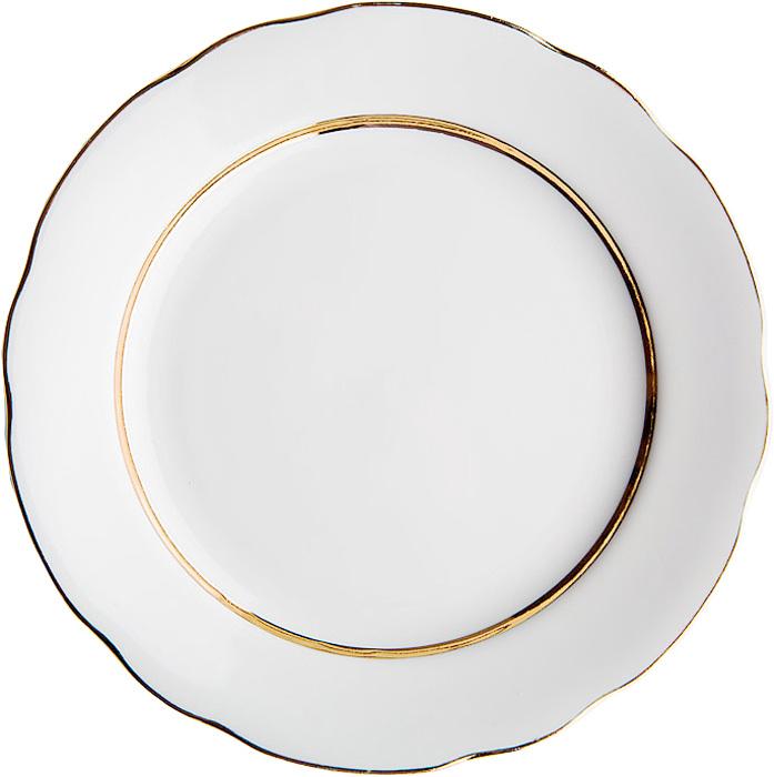 Тарелка мелкая Дулевский Фарфор Монреаль, диаметр 24 см010722Тарелка Дулевский Фарфор Монреаль выполнена из высококачественного фарфора, покрытого глазурью. Изделие дополнено золотым ободком и вырезным краем. Такая тарелка отлично подойдет для подачи десертов, а также нарезок или закусок.