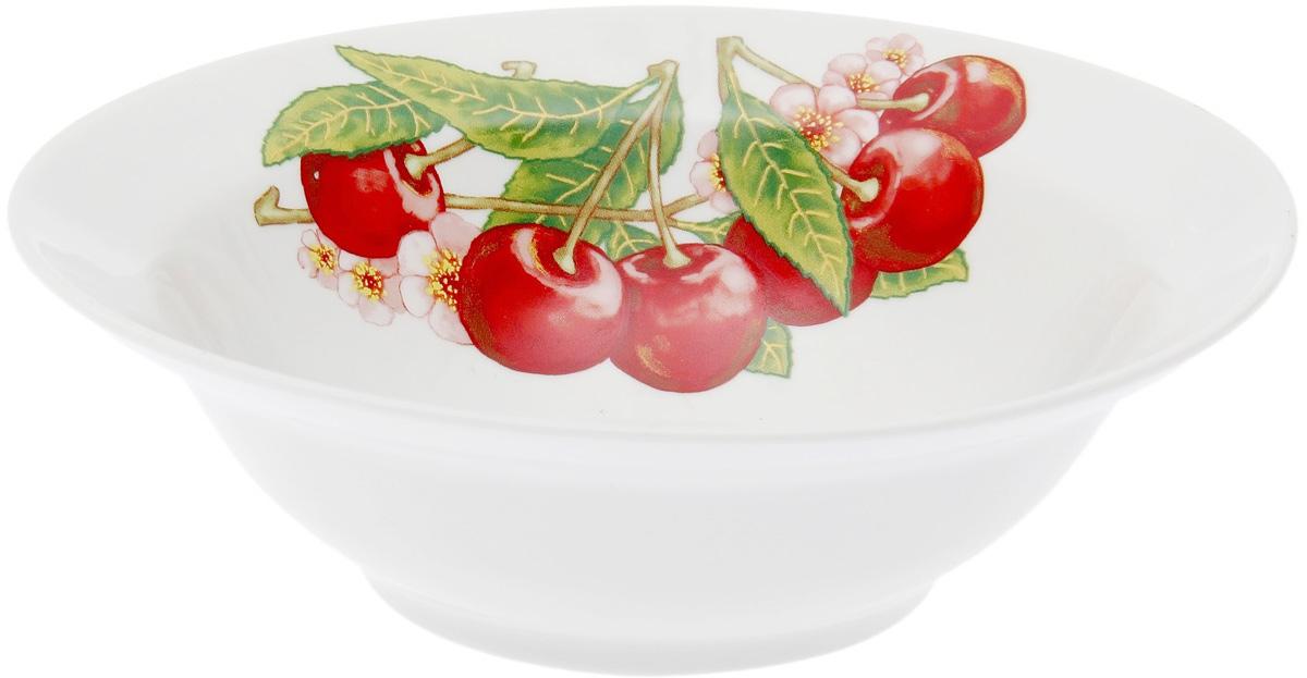 Миска Дулевский Фарфор Вишня, 500 мл069612Миска Дулевский Фарфор Вишня выполнена из высококачественного фарфора, покрытого глазурью. Такая миска пригодится на любой кухне. В ней можно сервировать различные блюда или использовать как суповую тарелку.