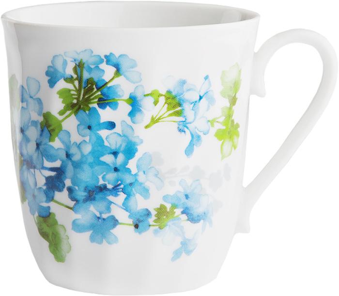 """Кружка Дулевский фарфор """"Витая. Голубая герань"""" способна скрасить любое чаепитие. Изделие выполнено из высококачественного фарфора. Посуда из такого материала позволяет сохранить истинный вкус напитка, а также помогает ему дольше оставаться теплым. Кружка оснащена удобной ручкой."""