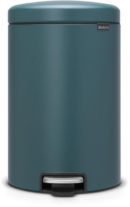 Бак мусорный Brabantia NewIcon, с педалью, цвет: лазурно-серый, с напылением, 20 л. 115929115929Коллекция Sense of Luxury. Превосходный дизайн - сверкающие минералы. Металлическая педаль подчеркивает индивидуальность стиля. Плавное закрывание и необыкновенно мягкий ход педали. Не пропускающая запах крышка. Надежный долговечный педальный механизм - комфортное использование в течение долгих лет. Противоскользящее основание - отличная устойчивость и защита пола. Легко перемещать - удобная ручка в блоке крепления крышки. Всегда опрятный вид - в комплекте идеально подходящие по размеру мешки для мусора PerfectFit (размер D). Сертификат соответствия концепции регенерации Cradle to Cradle.