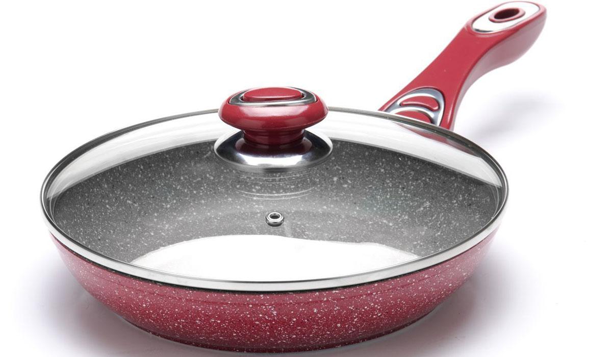 Сковорода Mayer&Boch, с крышкой. Диаметр 24 см. 2689926899Сковорода с мраморной крошкой MAYER&BOCH выполнена из качественного литого алюминия и снабжена антипригарным покрытием особой прочности. Покрытие антипригарное жаропрочное, защищает сковороду от царапин, является экологически чистым и полностью безопасным, без вредных соединений и примесей. За счет того, что пища не пригорает и не пристает к покрытию сковороды, ее легко и быстро мыть. Прочное индукционное дно сковороды устойчиво к повреждениям и деформации. Эргономичная ручка из бакелита не нагревается и не скользит. Такая сковорода является незаменимой для жарки и тушения различных блюд. Крышка – термостойкое стекло. Подходит для использования на всех типах плит. Подходит для мытья в посудомоечной машине.