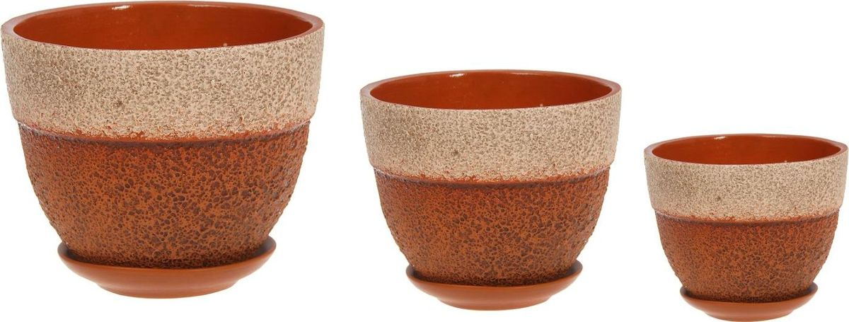 Набор кашпо Триумф, цвет: бежевый, коричневый, 3 предмета1039863Комнатные растения — всеобщие любимцы. Они радуют глаз, насыщают помещение кислородом и украшают пространство. Каждому из них необходим свой удобный и красивый дом. Кашпо из керамики прекрасно подходят для высадки растений: за счёт пластичности глины и разных способов обработки существует великое множество форм и дизайновпористый материал позволяет испаряться лишней влагевоздух, необходимый для дыхания корней, проникает сквозь керамические стенки! #name# позаботится о зелёном питомце, освежит интерьер и подчеркнёт его стиль.