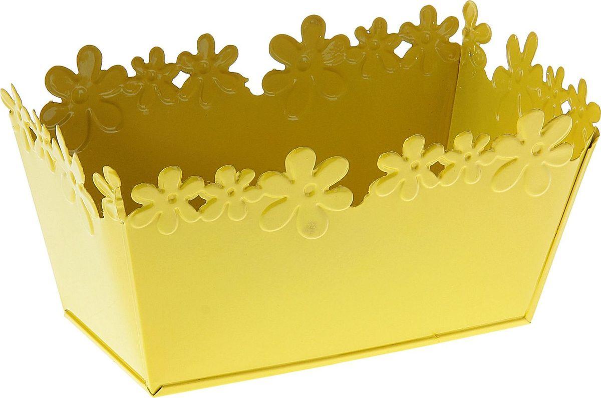 Кашпо Цветочный край. Ванночка, цвет: желтый, 2-3,5 л139742Комнатные растения — всеобщие любимцы. Они радуют глаз, насыщают помещение кислородом и украшают пространство. Каждому из растений необходим свой удобный и красивый дом. Металлические декоративные вазы для горшков практичны и долговечны. #name# позаботится о зелёном питомце, освежит интерьер и подчеркнёт его стиль. Особенно выигрышно они смотрятся в экстерьере: на террасах и в беседках. При желании его всегда можно перекрасить в другой цвет.