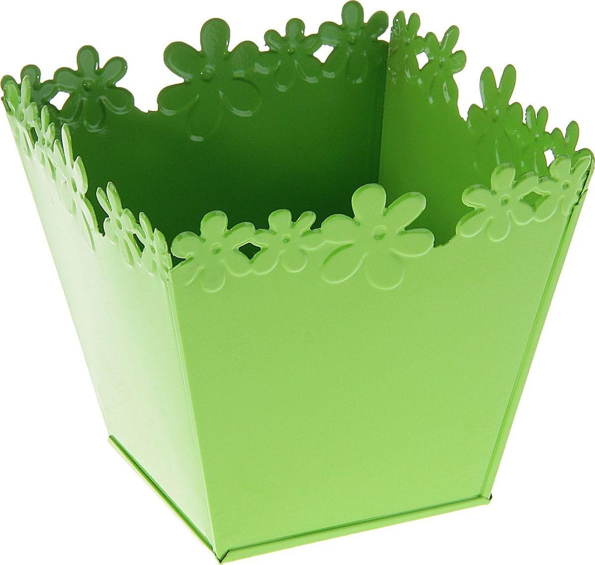 Кашпо Цветочный край. Квадрат, цвет: зеленый, 1-2 л139744Комнатные растения — всеобщие любимцы. Они радуют глаз, насыщают помещение кислородом и украшают пространство. Каждому из растений необходим свой удобный и красивый дом. Металлические декоративные вазы для горшков практичны и долговечны. #name# позаботится о зелёном питомце, освежит интерьер и подчеркнёт его стиль. Особенно выигрышно они смотрятся в экстерьере: на террасах и в беседках. При желании его всегда можно перекрасить в другой цвет.