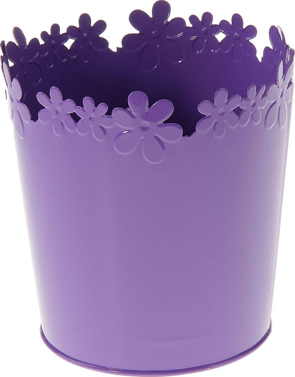 Кашпо Цветочный край. Цилиндр, цвет: фиолетовый, 2-3,5 л139758Комнатные растения — всеобщие любимцы. Они радуют глаз, насыщают помещение кислородом и украшают пространство. Каждому из растений необходим свой удобный и красивый дом. Металлические декоративные вазы для горшков практичны и долговечны. #name# позаботится о зелёном питомце, освежит интерьер и подчеркнёт его стиль. Особенно выигрышно они смотрятся в экстерьере: на террасах и в беседках. При желании его всегда можно перекрасить в другой цвет.
