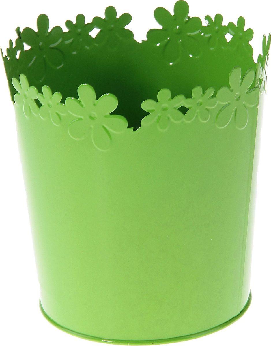Кашпо Цветочный край. Цилиндр, цвет: салатовый, 2-3,5 л139759Комнатные растения — всеобщие любимцы. Они радуют глаз, насыщают помещение кислородом и украшают пространство. Каждому из растений необходим свой удобный и красивый дом. Металлические декоративные вазы для горшков практичны и долговечны. позаботится о зеленом питомце, освежит интерьер и подчеркнет его стиль. Особенно выигрышно они смотрятся в экстерьере: на террасах и в беседках. При желании его всегда можно перекрасить в другой цвет.