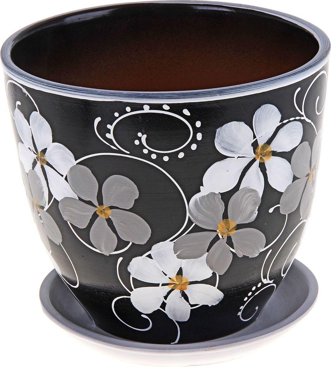 Кашпо Фиалка, поддоном, цвет: черный, 5 л164979Комнатные растения - всеобщие любимцы. Они радуют глаз, насыщают помещение кислородом и украшают пространство. Каждому из них необходим свой удобный и красивый дом. Кашпо из керамики прекрасно подходят для высадки растений: пористый материал позволяет испаряться лишней влаге; воздух, необходимый для дыхания корней, проникает сквозь керамические стенки. Кашпо Фиалка позаботится о зелёном питомце, освежит интерьер и подчеркнёт его стиль. Объем: 5 л.
