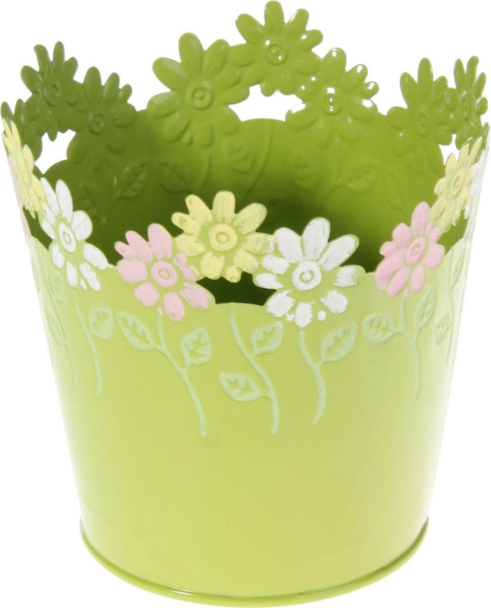 Кашпо Цветочки. Круг, цвет: салатовый, 12 х 12 х 12 см232860Комнатные растения — всеобщие любимцы. Они радуют глаз, насыщают помещение кислородом и украшают пространство. Каждому из растений необходим свой удобный и красивый дом. Металлические декоративные вазы для горшков практичны и долговечны. позаботится о зеленом питомце, освежит интерьер и подчеркнет его стиль. Особенно выигрышно они смотрятся в экстерьере: на террасах и в беседках. При желании его всегда можно перекрасить в другой цвет.
