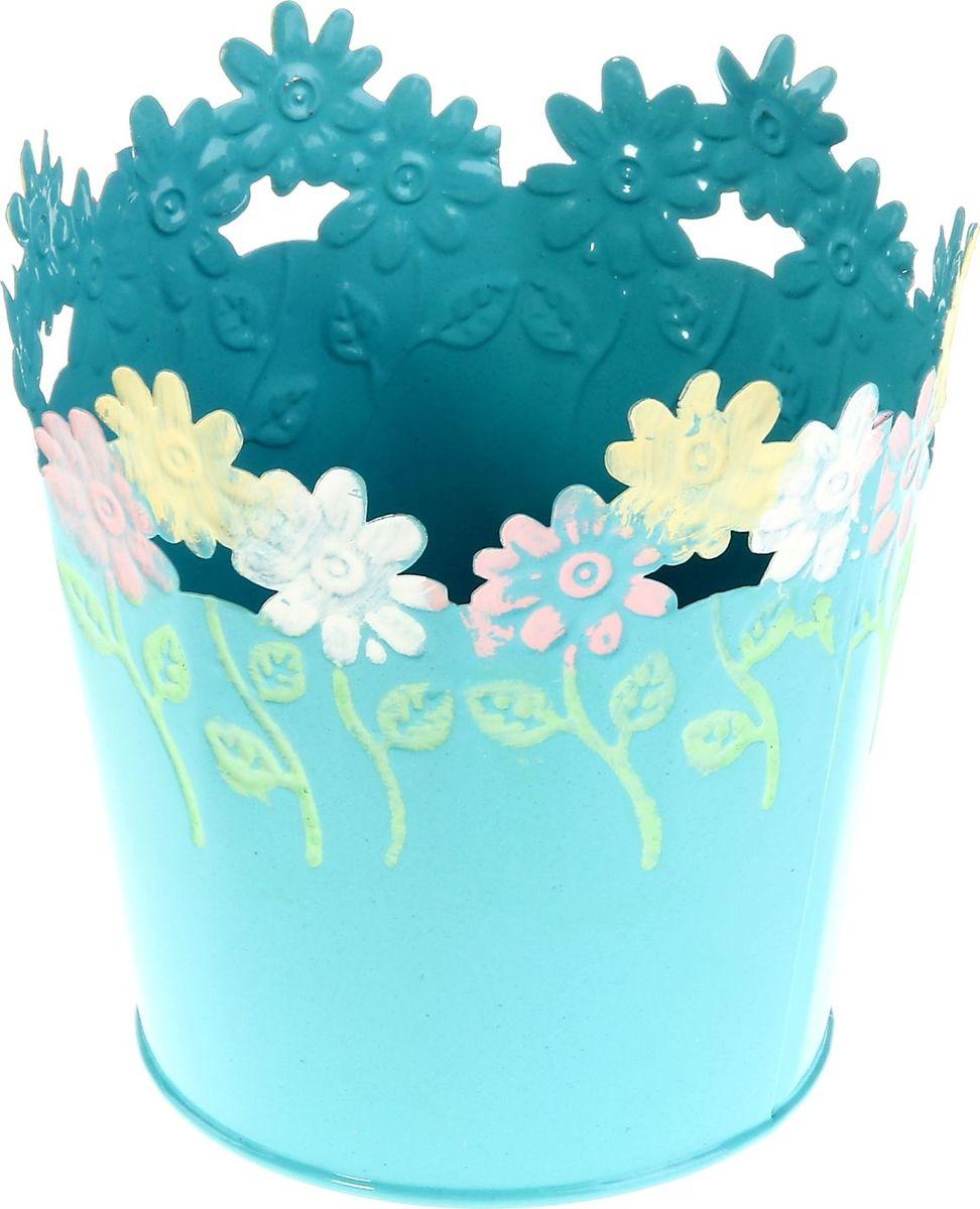 Кашпо Цветочки. Круг, цвет: голубой, 12 х 12 х 12 см232861Комнатные растения - всеобщие любимцы. Они радуют глаз, насыщают помещение кислородом и украшают пространство. Каждому из растений необходим свой удобный и красивый дом. Металлический кашпо практичен и долговечен. Особенно выигрышно он смотрится в экстерьере: на террасах и в беседках. При желании его всегда можно перекрасить в другой цвет.