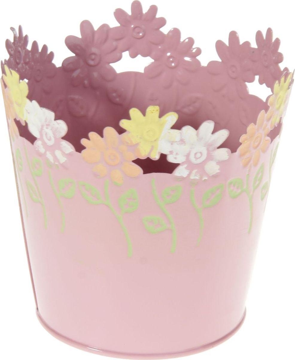 Кашпо Цветочки. Круг, цвет: розовый, 12 х 12 х 12 см232862Комнатные растения — всеобщие любимцы. Они радуют глаз, насыщают помещение кислородом и украшают пространство. Каждому из растений необходим свой удобный и красивый дом. Металлические декоративные вазы для горшков практичны и долговечны. #name# позаботится о зелёном питомце, освежит интерьер и подчеркнёт его стиль. Особенно выигрышно они смотрятся в экстерьере: на террасах и в беседках. При желании его всегда можно перекрасить в другой цвет.