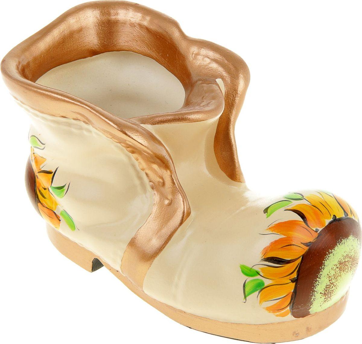 Кашпо Керамика ручной работы Ботинок, 0,3 л835599Комнатные растения — всеобщие любимцы. Они радуют глаз, насыщают помещение кислородом и украшают пространство. Каждому из них необходим свой удобный и красивый дом. Кашпо из керамики прекрасно подходят для высадки растений: за счёт пластичности глины и разных способов обработки существует великое множество форм и дизайновпористый материал позволяет испаряться лишней влагевоздух, необходимый для дыхания корней, проникает сквозь керамические стенки! #name# позаботится о зелёном питомце, освежит интерьер и подчеркнёт его стиль.