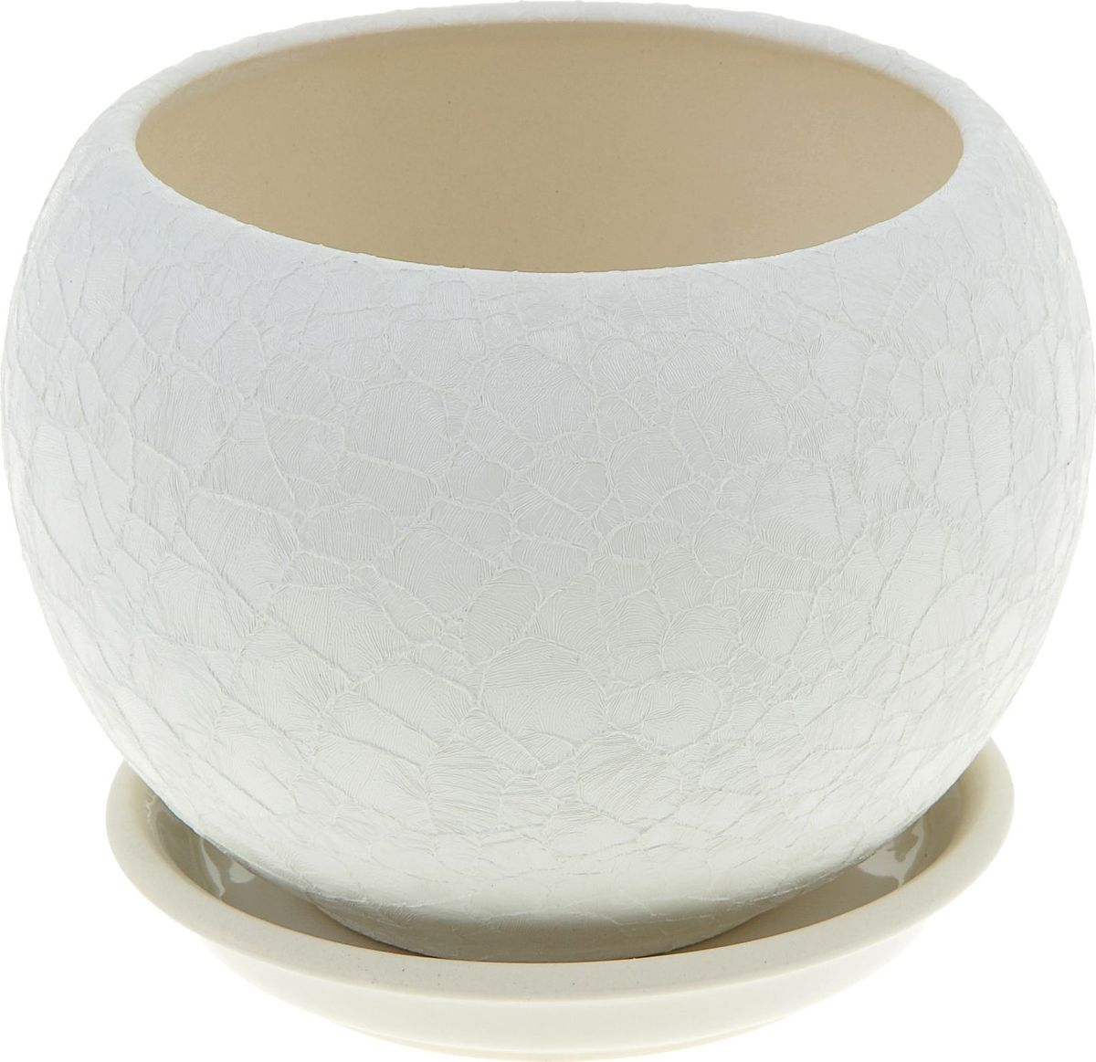 Кашпо Керамика ручной работы Шар, цвет: белый, 1,4 л835700Комнатные растения - всеобщие любимцы. Они радуют глаз, насыщают помещение кислородом и украшают пространство. Каждому из них необходим свой удобный и красивый дом.Кашпо из керамики прекрасно подходит для высадки растений:за счёт пластичности глины и разных способов обработки существует великое множество форм и дизайнов; пористый материал позволяет испаряться лишней влаге; воздух, необходимый для дыхания корней, проникает сквозь керамические стенки.Кашпо для цветов освежит интерьер и подчеркнёт его стиль.