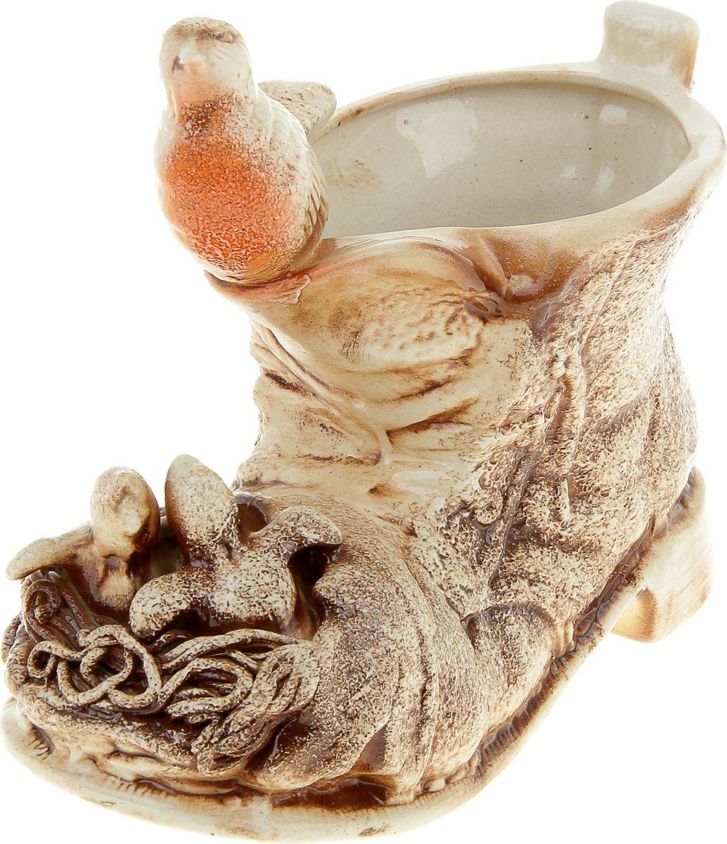 Кашпо Керамика ручной работы Гнездо в башмаке, цвет: коричневый, 1,2 л836714Комнатные растения — всеобщие любимцы. Они радуют глаз, насыщают помещение кислородом и украшают пространство. Каждому из растений необходим свой удобный и красивый дом. Поселите зелёного питомца в яркое и оригинальное фигурное кашпо. Выберите подходящую форму для детской, спальни, гостиной, балкона, офиса или террасы. #name# позаботится о растении, украсит окружающее пространство и подчеркнёт его оригинальный стиль.