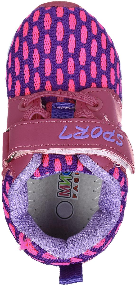Детские кроссовки Мифер выполнены из качественной искусственной кожи и оформлены оригинальным принтом. Ремешок с липучкой обеспечит оптимальную посадку модели на ноге. Мягкая стелька придаст максимальный комфорт при движении. Подошва оснащена рифлением для лучшего сцепления с различными поверхностями.