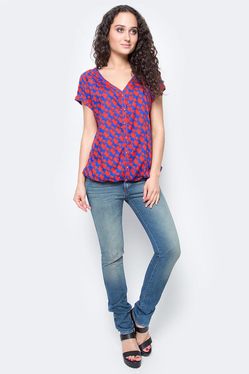 Блузка женская Wrangler Noemi, цвет: красный, синий. W5142MEJR. Размер S (42)W5142MEJRСимпатичная женская блуза Wrangler Noemi, выполненная из высококачественного материала, - находка для современной женщины, желающей выглядеть стильно и модно. Модель свободного кроя с V-образным вырезом горловины и короткими рукавами застегивается на пуговицы. Низ модели дополнен эластичной резинкой. Такая модель, несомненно, вам понравится и послужит отличным дополнением к вашему гардеробу.