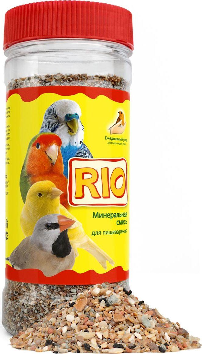 Минеральная смесь Rio для всех видов птиц, 600 г11630Помимо основного корма птицам необходимо постоянное наличие в клетке минеральной смеси, что связано с особенностями пищеварения птиц. Минеральная смесь Rio содержит неорганические и органические компоненты, которые выполняют функцию гастролитов, помогая перемалывать твердые семена в мускульном желудке птиц. Минеральная смесь Rio служит дополнительным источником кальция, фосфора, натрия и других минеральных веществ.Ракушечник — важный источник кальция, фосфора, натрия и других минеральных элементов. В кислой среде желудка ракушечник растворяется, образующиеся при этом минеральные соли легко усваиваются организмом птицы. Особенно необходим ракушечник в период гнездования для формирования прочной яичной скорлупы, а также для поддержания здоровья костей и клюва у птенцов и взрослых птиц.Белый камень получают путем измельчения и последующей сушки известняков. Белый камень богат веществами, которые поддерживают водно-солевой баланс в организме птицы, а также помогают росту костной ткани.Красный камень нормализует деятельность желудочно-кишечного тракта у птиц. Его регулярное употребление способствует хорошей консистенции помета.Измельченная кембрийская глина необходима птицам для выведения из организма накопившихся токсинов. Кроме того, глина содержит глинистые минералы, органические соединения, окислы железа и другие полезные вещества.Измельченная скорлупа кедрового ореха содержит много ценных макро- и микроэлементов. Обладает адсорбирующей активностью, оказывает вяжущее, противомикробное и противовоспалительное действие.Древесный уголь регулирует уровень кислотности в желудке птиц, эффективен для предотвращения желудочно-кишечных расстройств.Товар сертифицирован.