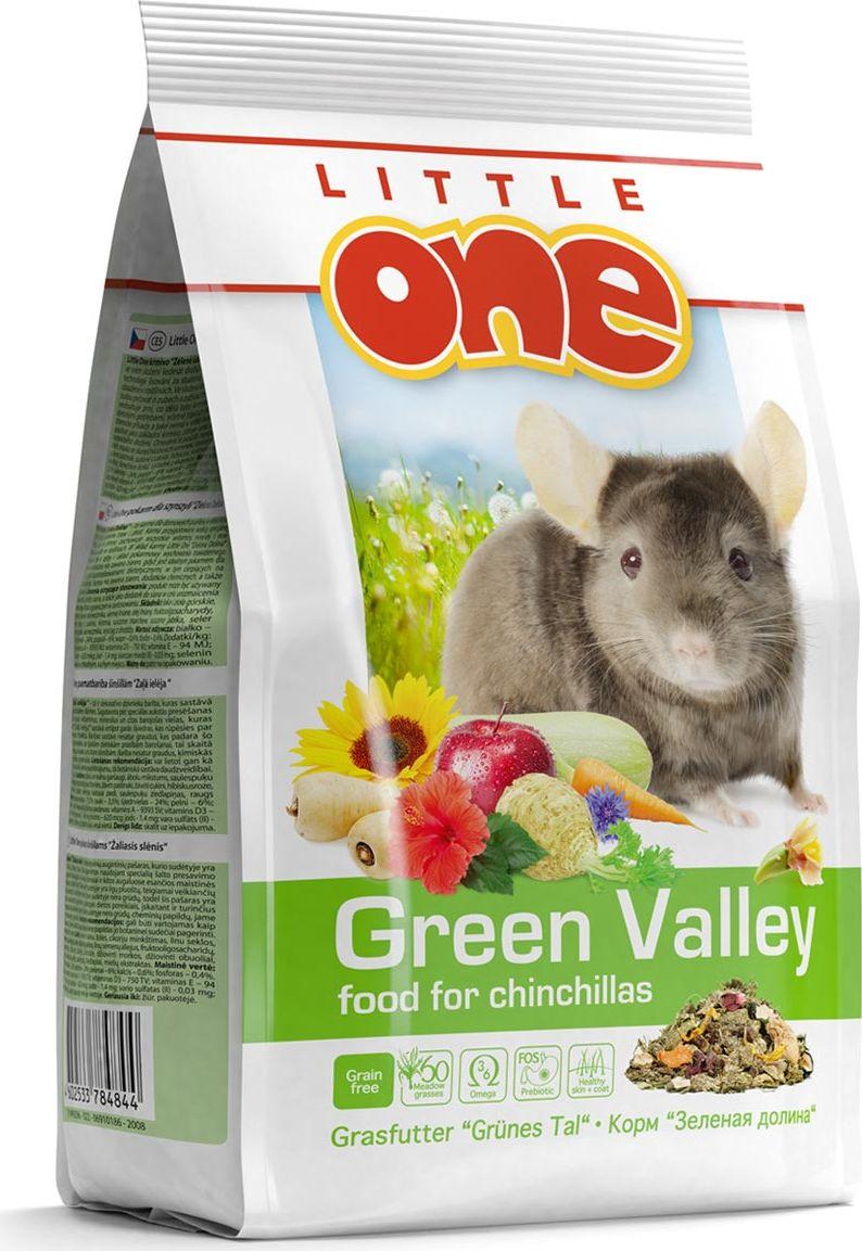 Корм для шиншилл Little One Зеленая долина, из разнотравья, 750 г60435Корм Little One Зеленая долина - рацион для декоративных животных, в состав которого входит 60 разновидностей трав. Изготовленный с помощью специальной технологии холодного прессования, корм сохранил все витамины, минералы и другие ценные питательные вещества, входящие в состав растений. Корм богат длинными волокнами клетчатки, что обеспечит необходимый уход за зубами и правильное пищеварение у шиншилл.Рацион обогащен фруктоолигосахаридами — натуральными пребиотиками, которые поддержат рост полезной микрофлоры в кишечнике. Жирные кислоты омега-3 и омега-6, содержащиеся в корме, обеспечат здоровье кожи и сделают шерсть питомца густой и блестящей. Дрожжевой экстракт, богатый витаминами группы В, селеном и бета-глюканами, окажет благотворное влияние на иммунную систему. Для разнообразия рациона шиншиллы в состав корма входят вкусные и полезные добавки — сушеные цветы, фрукты, овощи и ягоды.Не содержит зерновых компонентов, что прекрасно подходит для диетического питания животных, в том числе страдающих от избыточного веса и других заболеваний. Не содержит красителей, ароматизаторов, ГМО.Товар сертифицирован.