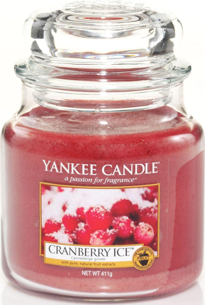 Ароматическая свеча Yankee Candle Клюква со льдом / Cranberry Ice, 65-90 ч1244597EАроматическая свеча Yankee Candle не только окутает вас волшебным ароматом, но еще и прекрасно впишется в интерьер. Использовать изделие можно как в доме, так и на веранде или в саду. Свеча в стеклянной банке с крышкой выполнена из высокоочищенного парафина с добавлением натуральных эфирных масел. Стекло делает горение свечи безопасным.Описание ароматической композиции: ягодный аромат с кислинкой и вкраплениями сладких ванильных нот. Верхние ноты: Клюква.Средние ноты: Мандарин.Базовые ноты: Ванильный сахар.