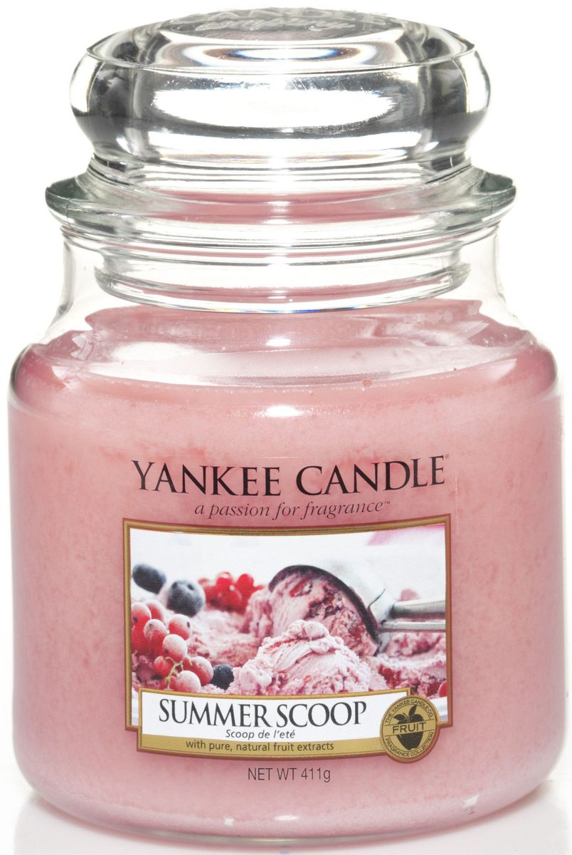 Ароматическая свеча Yankee Candle Кусочек лета / Summer Scoop, 25-45 ч1257048EАроматическая свеча Yankee Candle не только окутает вас волшебным ароматом, но еще и прекрасно впишется в интерьер. Использовать изделие можно как в доме, так и на веранде или в саду. Свеча в стеклянной банке с крышкой выполнена из высокоочищенного парафина с добавлением натуральных эфирных масел. Стекло делает горение свечи безопасным.Описание ароматической композиции: свеча c ароматом фруктового мороженого.Верхняя нота: Конфеты, Клубника, Ягоды.Средняя нота: Сахарная вата.Базовая нота: Пралине, Ваниль.