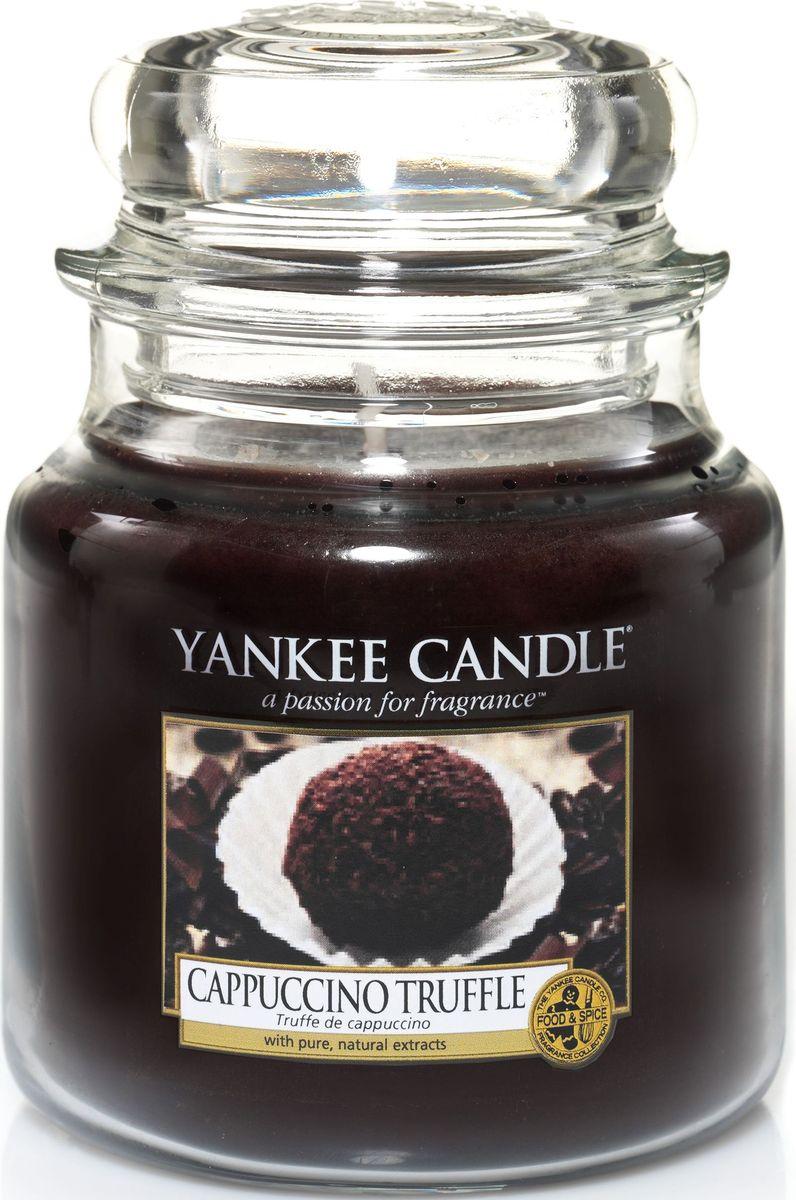 Ароматическая свеча Yankee Candle Капуччино трюфель / Capuccino Truffle, 65-90 ч1332230ЕАроматическая свеча Yankee Candle не только окутает вас волшебным ароматом, но еще и прекрасно впишется в интерьер. Использовать изделие можно как в доме, так и на веранде или в саду. Свеча в стеклянной банке с крышкой выполнена из высокоочищенного парафина с добавлением натуральных эфирных масел. Стекло делает горение свечи безопасным.Описание ароматической композиции: жареный кофе с сочным бархатистым шоколадом.Верхняя нота: Капучино.Средняя нота: Молочный шоколад, Ванильный крем.Базовая нота: Сахар.