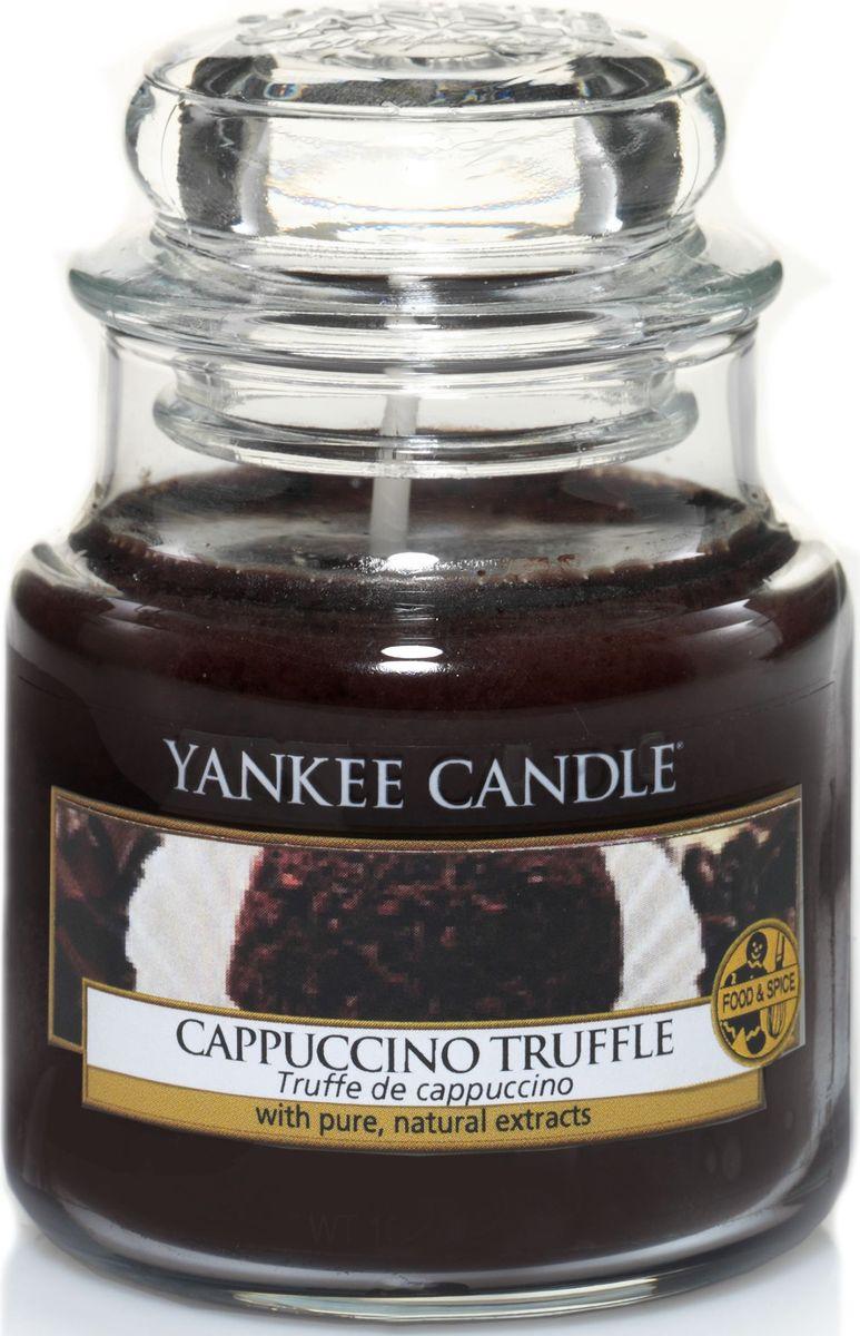 Ароматическая свеча Yankee Candle Капуччино трюфель / Capuccino Truffle, 25-45 ч1332233EАроматическая свеча Yankee Candle не только окутает вас волшебным ароматом, но еще и прекрасно впишется в интерьер. Использовать изделие можно как в доме, так и на веранде или в саду. Свеча в стеклянной банке с крышкой выполнена из высокоочищенного парафина с добавлением натуральных эфирных масел. Стекло делает горение свечи безопасным.Описание ароматической композиции: жареный кофе с сочным бархатистым шоколадом.Верхняя нота: Капучино.Средняя нота: Молочный шоколад, Ванильный крем.Базовая нота: Сахар.