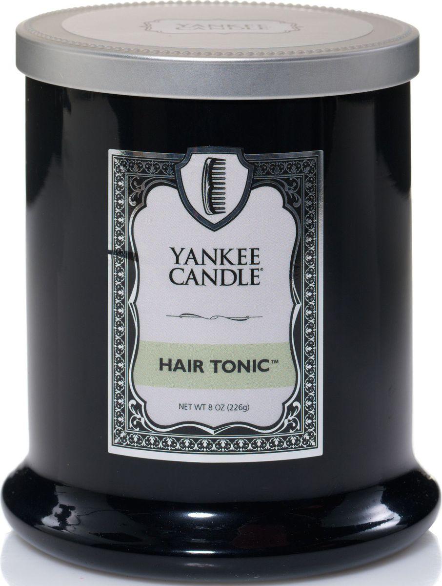 Ароматическая свеча Yankee Candle Barbershop Тоник для волос / Hair Tonic, 45 ч1339952EАроматическая свеча для мужчин Yankee Candle Barbershop не только окутает вас волшебным ароматом, но еще и прекрасно впишется в интерьер. Использовать изделие можно как в доме, так и на веранде или в саду. Свеча в керамической банке выполнена из высококачественного воска. Коллекция представлена в 5 ароматах, каждый из которых описывает своим ароматом один из запахов парикмахерской.Аромат Hair tonic - необычный аромат с двумя противоположными нотами - еловой и кокоса.