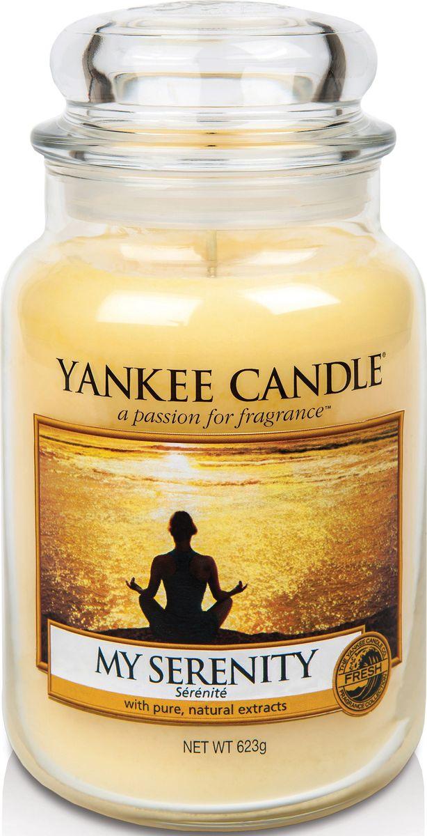 Ароматическая свеча Yankee Candle Мое спокойствие / My Serenity, 110-150 ч1507698EАроматическая свеча Yankee Candle не только окутает вас волшебным ароматом, но еще и прекрасно впишется в интерьер. Использовать изделие можно как в доме, так и на веранде или в саду. Свеча в стеклянной банке с крышкой выполнена из высокоочищенного парафина с добавлением натуральных эфирных масел. Стекло делает горение свечи безопасным.Описание ароматической композиции: свежий и потрясающе мягкий аромат теплых груш и апельсина, смешанных с тропическими цветами и мягкого мускуса.Верхняя нота: Мандарин, Груша, Золотой ананас.Средняя нота: Гибискус, Плюмерия. Базовая нота: Белый мускус.