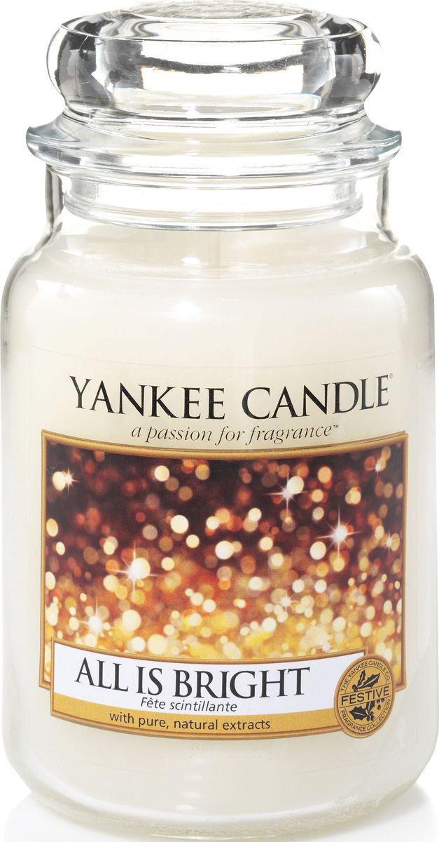 Ароматическая свеча Yankee Candle Светло и ярко / All Is Bright, 110-150 ч0547016006Ароматическая свеча Yankee Candle не только окутает вас волшебным ароматом, но еще и прекрасно впишется в интерьер. Использовать изделие можно как в доме, так и на веранде или в саду. Свеча в стеклянной банке с крышкой выполнена из высокоочищенного парафина с добавлением натуральных эфирных масел. Стекло делает горение свечи безопасным. Описание ароматической композиции: смесь сверкающих цитрусовых ароматов, дрейфующих на теплой базовой ноте мускуса. Верхняя нота: Грейпфрут, Апельсин. Средняя нота: Красная смородина. Базовая нота: Сладкий мускус.