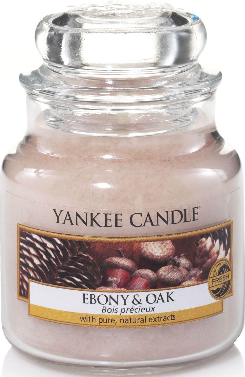 Ароматическая свеча Yankee Candle Дуб и черное дерево / Ebony and Oak, 25-45 ч1519669EАроматическая свеча Yankee Candle не только окутает вас волшебным ароматом, но еще и прекрасно впишется в интерьер. Использовать изделие можно как в доме, так и на веранде или в саду. Свеча в стеклянной банке с крышкой выполнена из высокоочищенного парафина с добавлением натуральных эфирных масел. Стекло делает горение свечи безопасным.Описание ароматической композиции: древесные ноты дуба, сосны и черного дерева создали этот элегантный лесной аромат с тонкими штрихами эвкалипта и пачули.Верхняя нота: Сосна, Эвкалипт.Середине ноты: Черное дерево, Лаванда.Базовые ноты: Дуб, Кедр, Пачули.