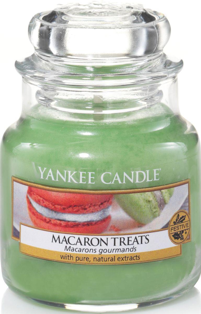 Ароматическая свеча Yankee Candle Макаруны / Macaron Treats, 25-45 ч1521054EАроматическая свеча Yankee Candle не только окутает вас волшебным ароматом, но еще и прекрасно впишется в интерьер. Использовать изделие можно как в доме, так и на веранде или в саду. Свеча в стеклянной банке с крышкой выполнена из высокоочищенного парафина с добавлением натуральных эфирных масел. Стекло делает горение свечи безопасным.Описание ароматической композиции: классический парижский макарун - сладкий и легкий, как воздух, с нотами ванили, миндаля и, конечно же, сахара.Верхняя нота: Кондитерский сахар.Средняя нота: Печенье, Миндаль.Базовая нота: Ваниль.