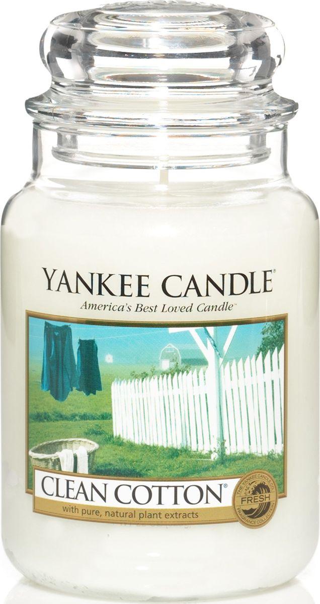 Ароматическая свеча Yankee Candle Чистый хлопок / Clean Cotton, 110-150 ч1010728ЕАроматическая свеча Yankee Candle не только окутает вас волшебным ароматом, но еще и прекрасно впишется в интерьер. Использовать изделие можно как в доме, так и на веранде или в саду. Свеча в стеклянной банке с крышкой выполнена из высокоочищенного парафина с добавлением натуральных эфирных масел. Стекло делает горение свечи безопасным.Описание ароматической композиции: аромат высушенного на свежем воздухе хлопка, с легкими оттенками белых цветов и лимона.Верхняя нота: Озон, Зеленая листва, Бергамот. Средняя нота: Ландыш, Роза.Базовая нота: Ветивер, Кедр, Мускус, Древесные.