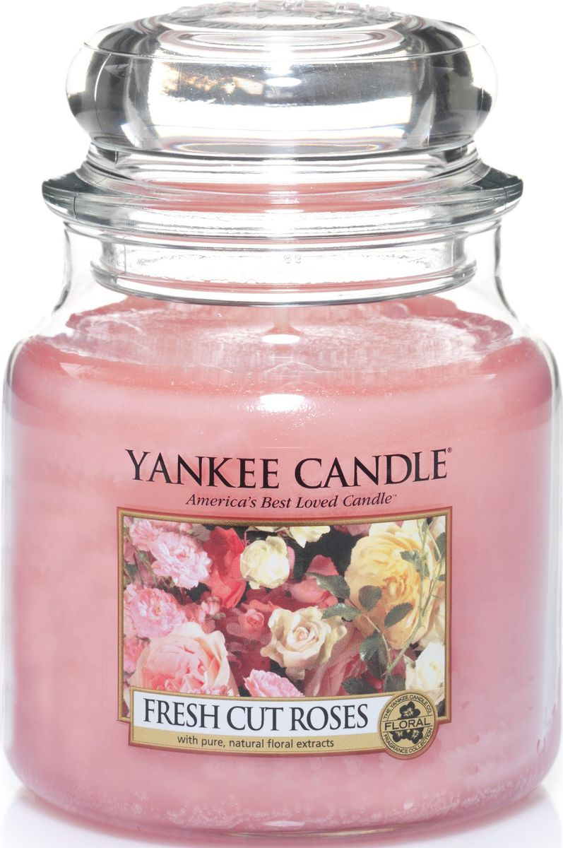 Ароматическая свеча Yankee Candle Свежесрезанные розы / Fresh Cut Roses, 65-90 ч895238Ароматическая свеча Yankee Candle не только окутает вас волшебным ароматом, но еще и прекрасно впишется в интерьер. Использовать изделие можно как в доме, так и на веранде или в саду. Свеча в стеклянной банке с крышкой выполнена из высокоочищенного парафина с добавлением натуральных эфирных масел. Стекло делает горение свечи безопасным. Описание ароматической композиции: свеча c ароматом настоящих свежих роз. Верхние ноты: Фруктово-яблочные ноты, Зеленые листья, Цитрусовые. Средние ноты: Красная роза, Герань. Базовые ноты: Мускус.