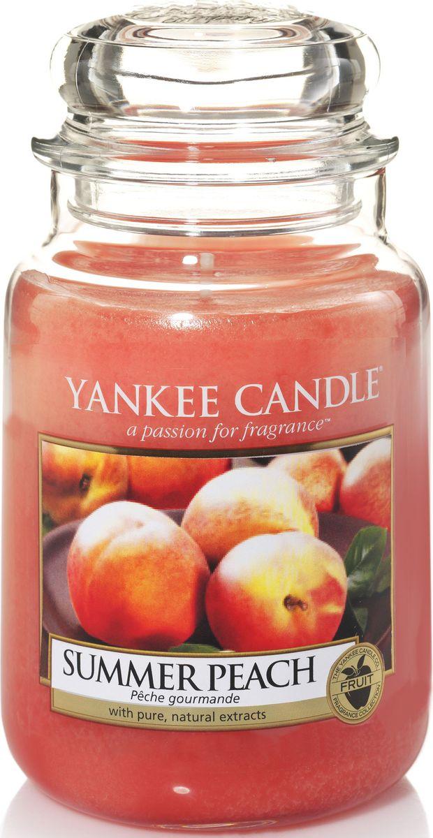 Ароматическая свеча Yankee Candle не только окутает вас волшебным ароматом, но еще и прекрасно впишется в интерьер. Использовать изделие можно как в доме, так и на веранде или в саду. Свеча в стеклянной банке с крышкой выполнена из высокоочищенного парафина с добавлением натуральных эфирных масел. Стекло делает горение свечи безопасным. Описание ароматической композиции: ароматическая свеча с ароматом зрелых персиков, согретых солнцем, прямо из сада.
